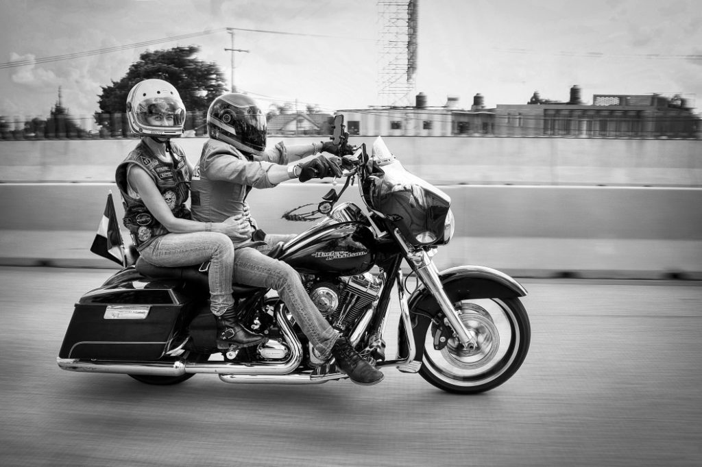 couple travelling harley windhshield